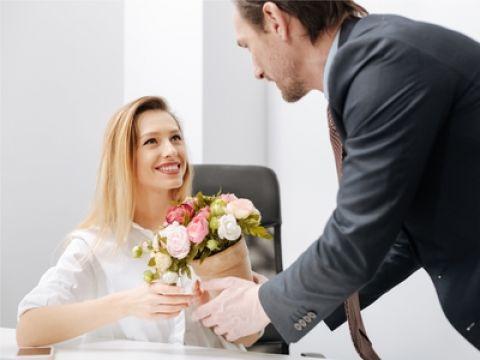 Dating iemand op de baan