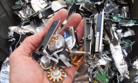 Mobiele shredder maalt harde schijven bij Agfa